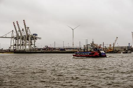 On the harbor Redactioneel