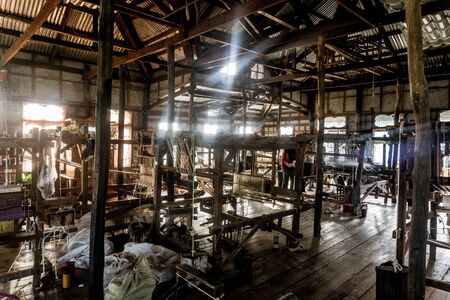 Day trip on Inle Lake - hand weaving factory
