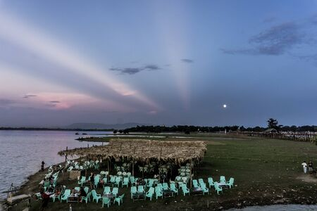 Mandalay, Myanmar - U Bein Bridge for Sunset 写真素材 - 138834356