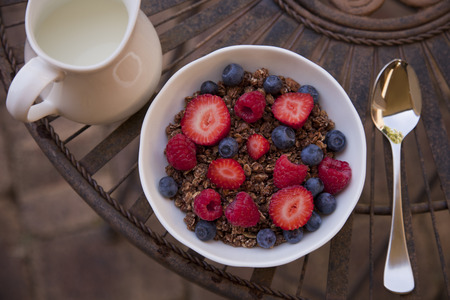 Breakfast cereal with berries and milk on the side. Standard-Bild