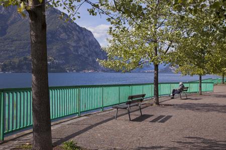 Park benches Lecco, Lake Como Standard-Bild