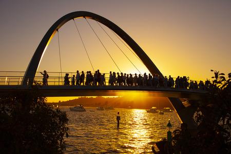 Silhouette Elizabeth Quay, Perth Standard-Bild - 120825490