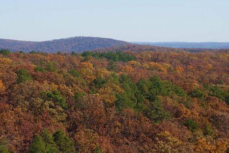 Le montagne Ozarks nel Missouri in autunno. Archivio Fotografico - 6703147
