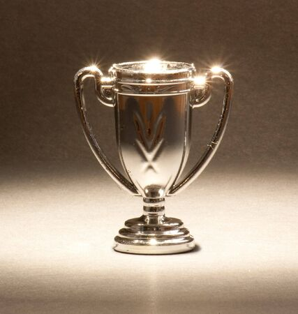 A single trophy shining under lights. Banque d'images