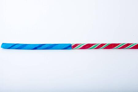 Dos palos de caramelo aislados en un fondo blanco. Foto de archivo - 30681634