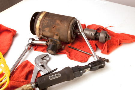 A group of tools for repairing a tractor starter. Banco de Imagens