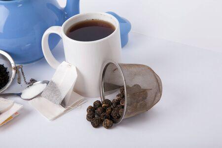 Teapot and mug with tea on white background, 版權商用圖片