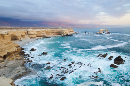 portada: The natural rock formation known as The Gateway off the coast of Antofagasta in northern Chile