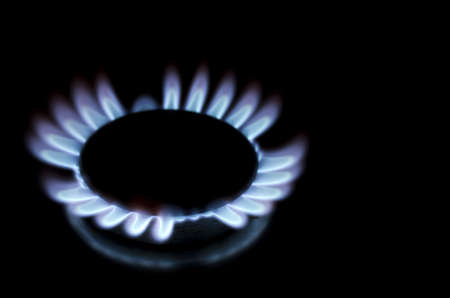 gas cooker: Single lit gas burner ring Stock Photo