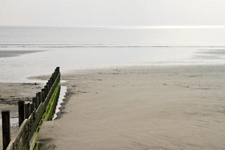 breakwater: Rompeolas en playa Foto de archivo