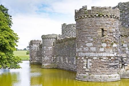 Zamek Beaumaris w Anglesey w północnej Walii