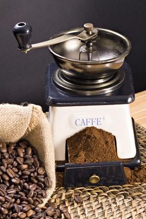 młynek do kawy: Młynek do kawy i palonych ziaren kawy Publikacyjne