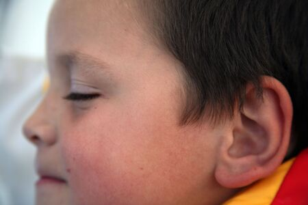 Young child with his eyes closed 版權商用圖片