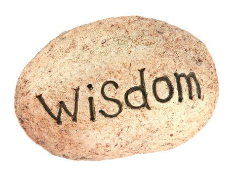 """Das Wort """"Weisheit geschrieben auf einem Felsen für einen Garten"""