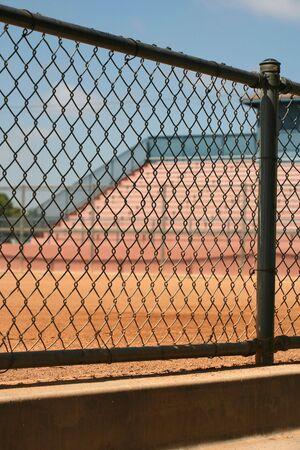 gradas estadio: Vista del campo de deportes y el estadio gradas de una piragua