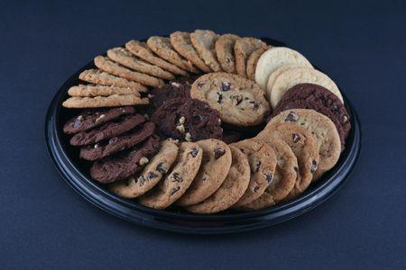 플래터에 맛있는 쿠키의 다양한