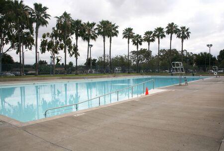 piscina olimpica: Azul de tama�o ol�mpico de nataci�n de fondo piscina del barrio