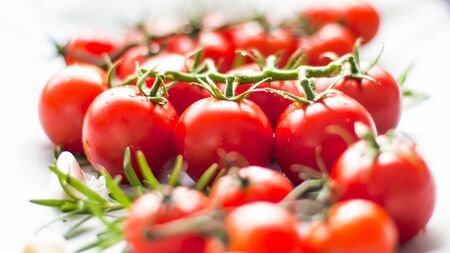 Beautiful red ripe heirloom tomatoes grown in a greenhouse. Gardening photo with copy space. Shallow Depth of Field. Banque d'images