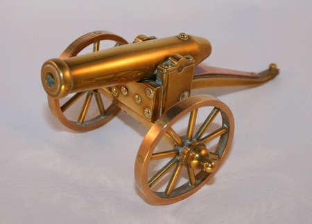 artillery shell: Ca��n de lat�n  Foto de archivo