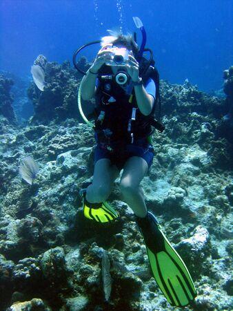 personas tomando agua: Underwater fot�grafo