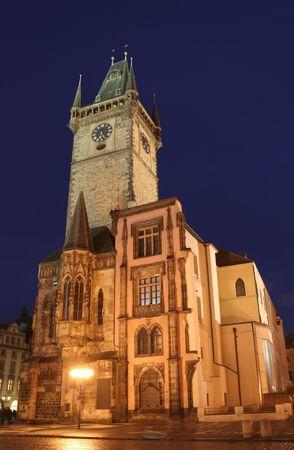 r�publique  tch�que: Nightshot de h�tel de ville (Rathaus) de Prague dans la R�publique Tch�que Banque d'images