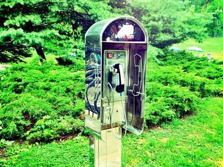 cabina telefonica: cabina de tel�fono en el Parque Central. Foto de archivo