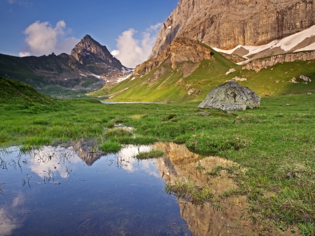 tableland: Alpine tableland in the evenig sunlight