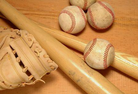 mit: 2 Bats, catchers mit & baseballs Stock Photo