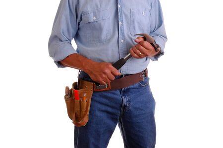 Carpenter het dragen van een gereedschapsriem en houden hamer, Isolated over white Stockfoto