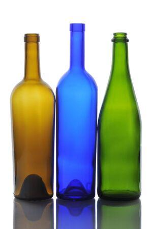 3 빈 와인 병 다시 흰색 절연 반사와 조명