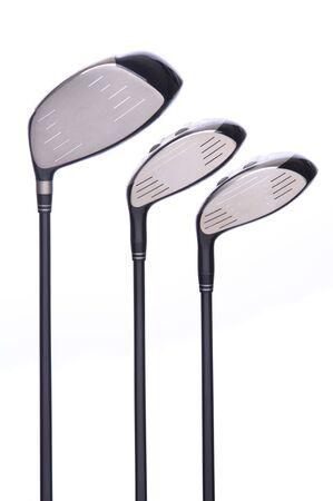 리플렉션 사용 하여 흰색 배경에 3 골프 우드 클럽의 집합입니다.