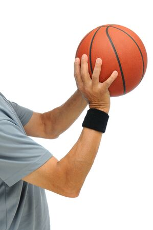 hombre disparando: Detalle de un hombre disparando un baloncesto aislado en un fondo blanco.  Foto de archivo