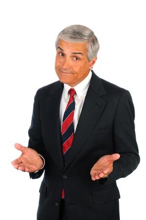 quizzical: Retrato de un hombre de negocios superiores con un gesto quizzical de expresi�n y de la mano. Formato vertical aislado en blanco.