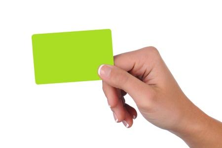 cr�dito: Primer plano de una mano de la mujer con la tarjeta de regalo en blanco
