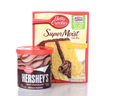hershey's: IRVINE, CA - January 05, 2014: Betty Crocker Super Moist Cake Mix and Frosting. One box of Yellow Cake Mix and a can of ready to spread Hersheys Milk Chocolate Frosting.
