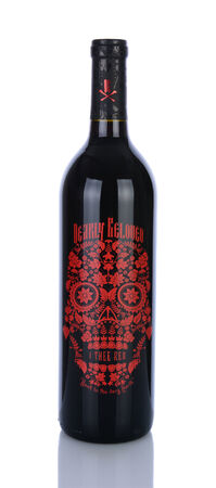 white zinfandel: IRVINE, CA - January 29, 2014: A 750ml bottle of Dearly Beloved, I Thee Red wine. A blend of Merlot, Zinfandel, Petite Sirah, Syrah, and Cabernet Franc, sourced from the Central Coast of California.