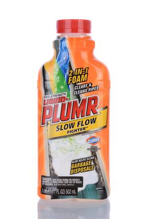 アーバイン, CA - 2014 年 1 月 29 日: A 17 オンス ボトル液 Plumr 遅い流れ戦闘機。化学ドレインの開幕戦は、クロロックス液-Plumr によって所有されていま 報道画像