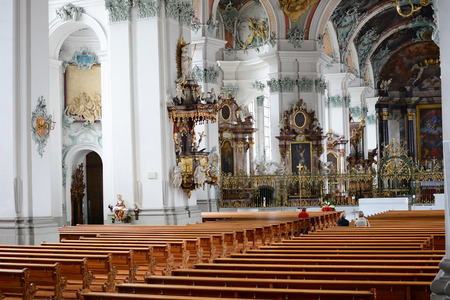 st  gallen: ST. Gallen, Suiza - 10 de julio 2014: La Abad�a de San Gall. La catedral cat�lica, en existencia desde 719, ha sido declarado Patrimonio de la Humanidad por la UNESCO desde 1983. Editorial