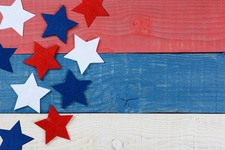High angle shot of red white and blue stars on a patriotic picnic table. The wood table is painted red, white and blue. Perfect for Memorial Day or 4th of July themes, with copyspace. Stockfoto