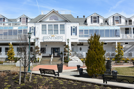 upscale: PORT JEFFERSON, NY - April 6, 2015: Danfords Hotel and Marina Entrance. On Long Island Sound estuary this upscale property features a spa, seafood restaurant and marina. Editorial