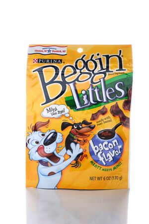nestle: IRVINE, CA - JUNE 14, 2015: A package of Beggin Littles. The bacon flavored snacks are amde for small breed dogs by the Nestle Purina PetCare Company.