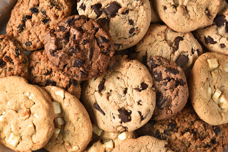 Closeup of a group of assorted cookies. Chocolate chip, oatmeal raisin, white chocolate fill the frame. Foto de archivo