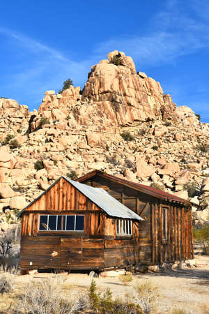 joshua tree national park: JOSHUA TREE, CALIFORNIA - JANUARY 1, 2016: School House at Keys Ranch in Joshua Tree National Park. Built by homesteader Bill Keys.
