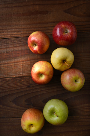 granny smith: Different varieties of fresh picked apples on a rustic wood table. Fuji, Gala, Granny Smith, Braeburn, Golden Delicious Shot from a high angle.