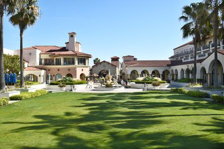 huntington beach: HUNTINGTON BEACH, CA - MARCH 25, 2015: Hyatt Regency Hotel. The grounds at the luxury hotel on PCH in Huntington Beach, California. Editorial