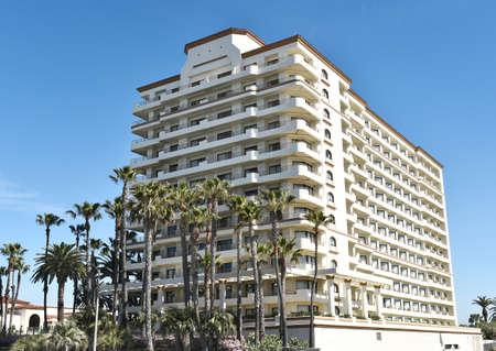 huntington beach: HUNTINGTON BEACH, CA - MARCH 25, 2015: The Waterfront Beach Resort. Part of the Hilton chains properties on PCH in Huntington Beach, CA.