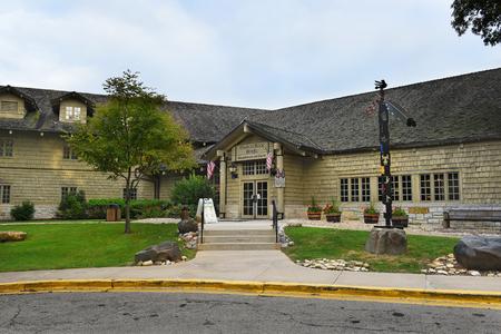 UTICA, ILLINOIS - 6 september 2016: Starved Rock Hotel. The Lodge and Cabins werden ontworpen door Joseph F. Booton en gebouwd door de Civilian Conservation Corps.