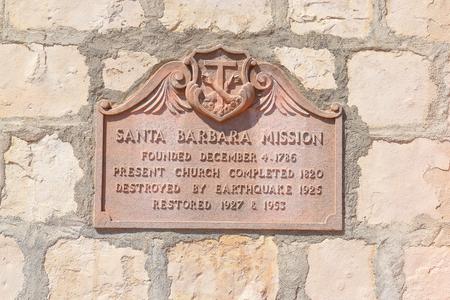 santa barbara: SANTA BARBARA, CALIFORNIA - SEPTEMBER 21, 2016: Plaque Santa Barbara Mission. Sign detailing the history of the Missions construction and restoration after damage from earthquakes. Editorial