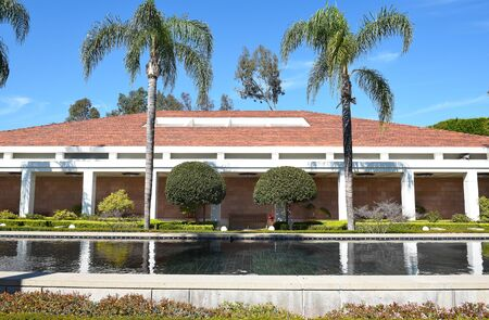 linda: YORBA LINDA, CALIFORNIA - FEBRUARY 24, 2017: Reflecting Pool and the Theater and Museum Building at the Nixon Library and Birthplace. Editorial