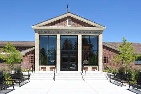 CODY, WYOMING - JUNE 24, 2017: Historic Cody Mural and Museum. the site offers a powerful glimpse into the western expansion of Mormon pioneers in the late 1800s Редакционное